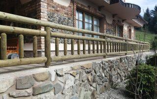Masivna rustikalna balkonska ograja